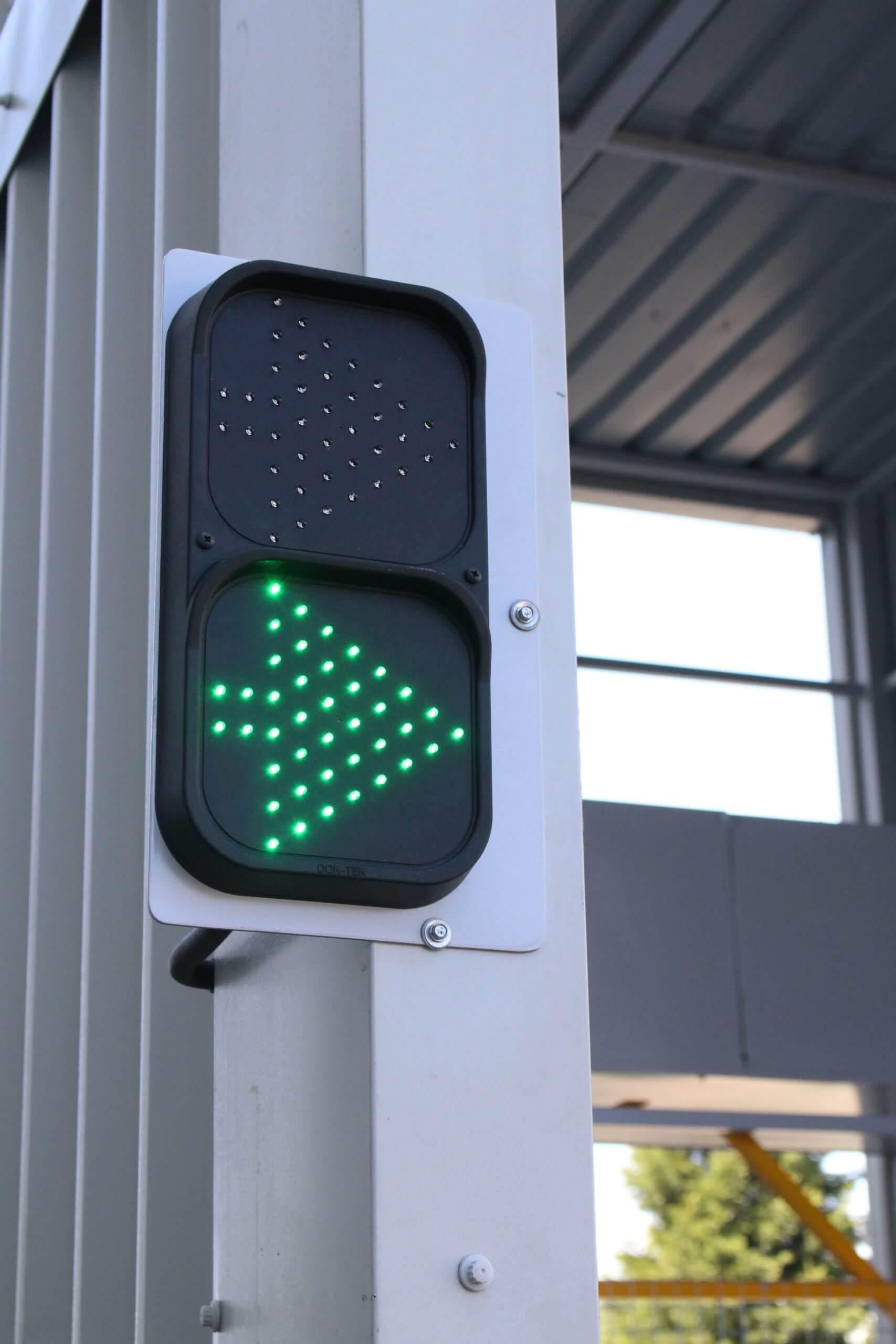 Traffic light scaled